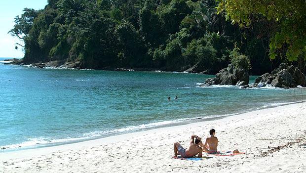 beach-honeymoon-in-costa-rica-photo1